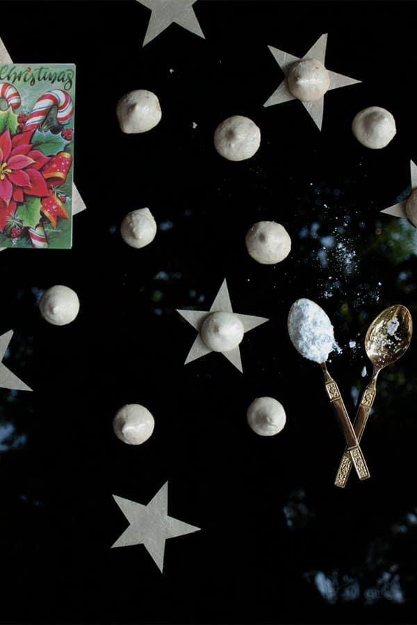 Easy Christmas Meringue Cookies  #stepbystep #recipe masalaherb.com